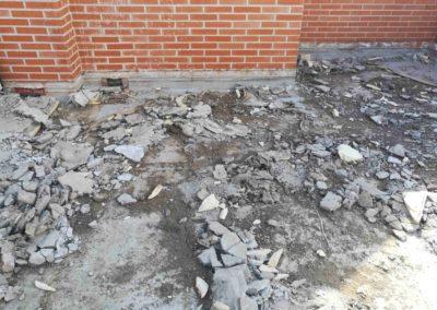 Demolición suelo para impermeabilizar.