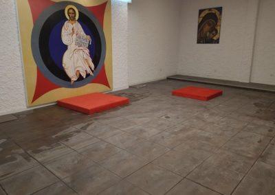 Acabado de la sala con mural, moqueta y suelo