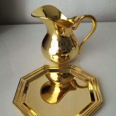 Vinajera bañada en oro